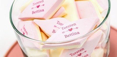 custom-marshmallow-wedding-favours